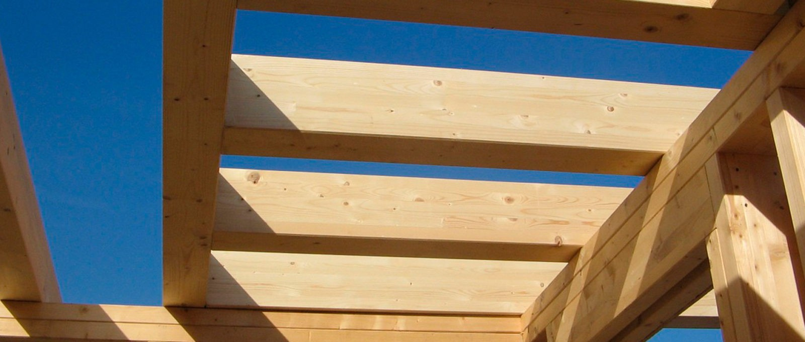 Casa in legno con sistema a telaio